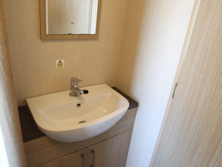 Luxury 6 Berth Caravan double bathroom