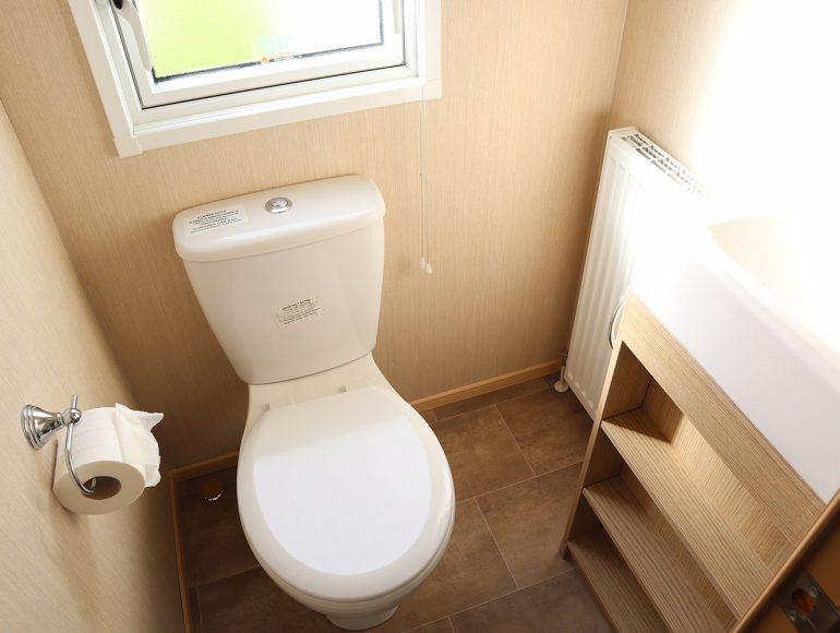 Luxury 6 Berth Caravan bathroom