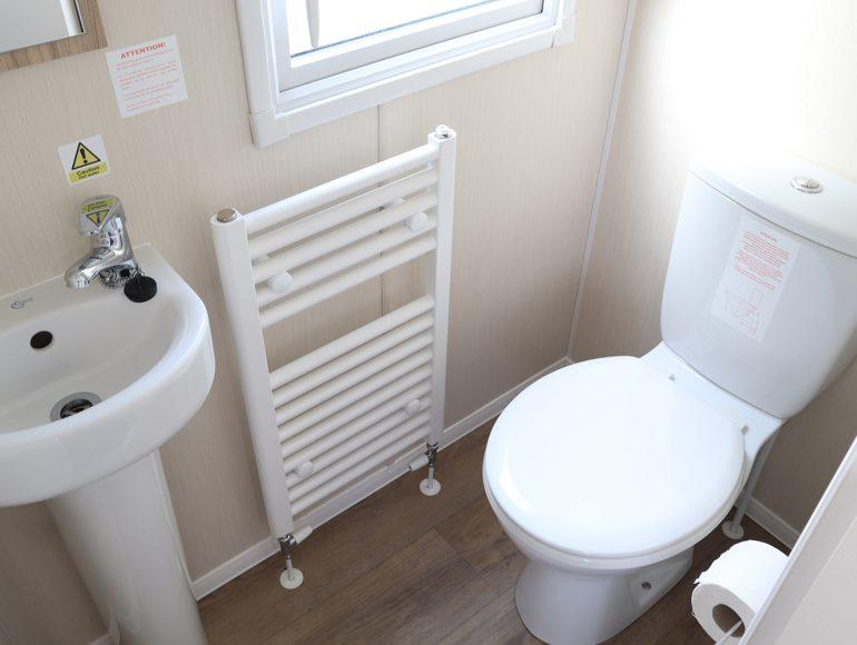 Luxury 8 Berth Caravan bathroom